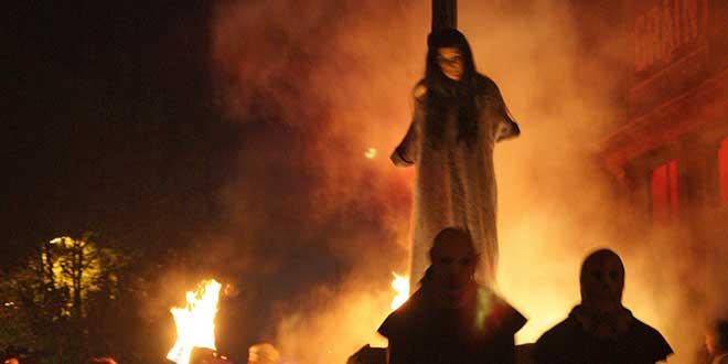 Bruja-quemándose